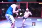 Video: Trận đấu MMA không cân sức giữa 'người khổng lồ' và 'chàng tí hon'