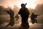 Súng hết đạn, đặc nhiệm Anh dùng búa hạ 3 phiến quân Taliban trong hang tối