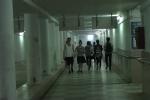 Video: Hàng trăm người xuống hầm đi bộ thể dục tránh cái nóng hơn 40°C