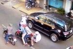 Tin mới vụ 2 thiếu nữ đâm người, cướp xe máy trên phố Sài Gòn