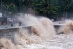 Trực tiếp: Bão số 10 giật cấp 11 đang hoành hành ở Quảng Bình