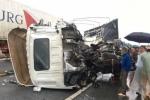 Ba ô tô tông nhau trên cao tốc Nội Bài – Lào Cai, 2 cha con thương vong
