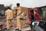 Clip: Húc đuôi xe tải chở gạch, container rụng đầu ở Hà Nam