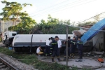 Video: Hiện trường tàu hỏa đâm xe bồn chở gas, 4 người bị thương ở Nghệ An