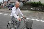 Chuyện cựu Thủ tướng Nhật không trợ cấp, đạp xe đi chợ, sống bình dị ở thôn quê