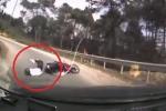 Clip: Exciter suýt chui gầm ô tô khi ôm cua đổ đèo ở Hà Giang