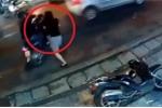 Clip: Cô gái lao ra nhanh như cắt, tóm sống tên trộm xe máy