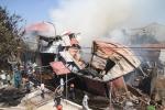 Video: Toàn cảnh cháy lớn thiêu rụi xưởng gỗ hàng trăm mét vuông tại Hà Nội