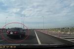 Ô tô nghênh ngang đi giật lùi trên cao tốc Hà Nội - Ninh Bình