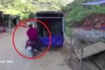 Clip: Phóng như bay tông đuôi xe tải đỗ ven đường, người đi xe máy chết thảm