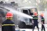 Xe chở xăng dầu bốc cháy, thiêu rụi 6 xe máy ở Cần Thơ
