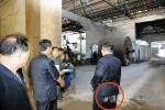 Hình ảnh ông Kim Jong-un mặc quần lấm lem bụi bẩn đi thị sát gây xôn xao