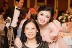 Sao mai Thu Hằng hạnh phúc đón tuổi mới bên mẹ