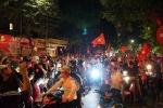 Việt Nam 2-1 Philipinnes: Người hâm mộ nô nức xuống đường ăn mừng chiến thắng