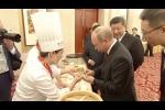 Video: Tổng thống Putin vui vẻ làm bánh bao cùng Chủ tịch Tập Cận Bình