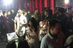 Hàng chục cảnh sát đột kích quán bar 'chui' ở Sài Gòn, nhiều thanh niên vứt vội ma tuý