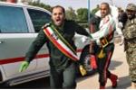 Video: Khoảnh khắc khủng bố xả súng vào lễ diễu hành ở Iran làm 24 người chết