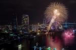 Đà Nẵng bắn pháo hoa tầm cao chào mừng năm mới 2018