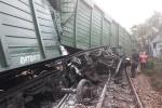 Hai tàu tông nhau trực diện, nhiều toa lật nghiêng, đường sắt qua tỉnh Quảng Nam tê liệt