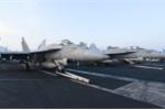 Dàn chiến cơ mạnh mẽ trên boong tàu sân bay USS Carl Vinson đang ở Đà Nẵng