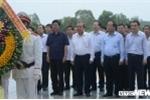 Phó Thủ tướng Trương Hòa Bình dâng hương tại Nghĩa trang liệt sĩ tại Quảng Nam