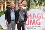 Bầu Đức chiến thắng cùng HLV Park Hang Seo: Chức vô địch của tình yêu bóng đá vô điều kiện