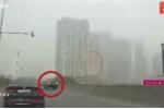 Tài xế ô tô thản nhiên lùi xe trên đường vành đai 3 ở Hà Nội
