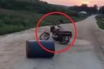 Clip: Pha drift xe máy hài không tưởng khiến dân mạng cười 'đứt ruột'