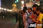 Người Hà Nội hô to 'Welcome to Việt Nam' với đoàn xe Tổng thống Trump