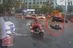 Cụ ông bị bỏ mặc đến chết khi ngã xe trên đường ngập nước
