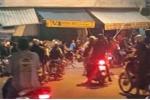 Video: Đi ngang qua giữa lúc hỗn chiến, 1 thanh niên bị chém nhầm
