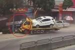 Clip: Xe cứu hộ ủn xe tải lao thẳng vào nhà dân ở Thanh Hóa