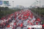 Đường về rợp sắc cờ đỏ chào đón các chiến binh U23 Việt Nam