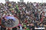 15.000 người tham gia thả 10 tấn cá xuống sông Hồng trong lễ phóng sinh lớn nhất Hà Nội