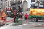 Clip: Ô tô du lịch cháy ngùn ngụt, xe hút bể phốt xung phong cứu hỏa ở Sa Pa
