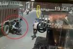 Ô tô mở cửa bất cẩn, 2 học sinh chết thảm dưới bánh xe tải