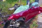 Tai nạn ở vận tốc 145km/h, ôtô vỡ tung, tài xế không hề hấn gì