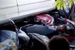 Clip: Hiện trường nữ tài xế lùi xe cuốn gọn 4 xe máy vào gầm