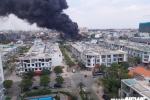 Ảnh: Hiện trường cháy dữ dội khu nhà xưởng ở Bình Dương, khói đen phủ kín trời