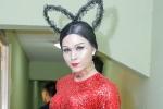 Hóa thân thành Đông Nhi, Jun Phạm xấu hổ khi phải diện trang phục quá sexy