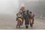 Video: Chiêu thức ép khách du lịch mua hàng của trẻ em Sapa