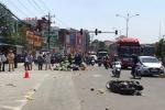 Khởi tố tài xế xe khách vượt đèn đỏ, tông hàng loạt xe máy