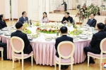 Quan chức Hàn Quốc khuyên ông Kim Jong-un bỏ thuốc lá