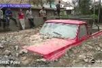 Lở đất dữ dội như tận thế, chôn vùi nhà và ôtô ở Peru