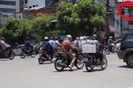 Video: Nắng thiêu đốt, người đi xe máy nháo nhào vượt đèn đỏ