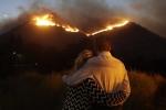 Cháy rừng ở Mỹ: Hàng loạt sao Hollywood mất biệt thự triệu USD, bỏ của chạy lấy người