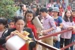 Dân Thủ đô xếp hàng dài ở Văn Miếu xin chữ đầu năm mới