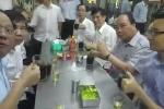 Clip: Thủ tướng Nguyễn Xuân Phúc và PTT Vũ Đức Đam ăn phở, uống cà phê bình dân