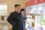 Ông Kim Jong-un cùng vợ đi xem mỹ phẩm