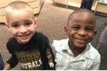 Cắt tóc giống bạn, cậu bé Mỹ dạy thế giới không phân biệt chủng tộc